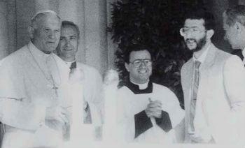 9 - Il Beato Giovanni Paolo II con Francesco Guadagnuolo