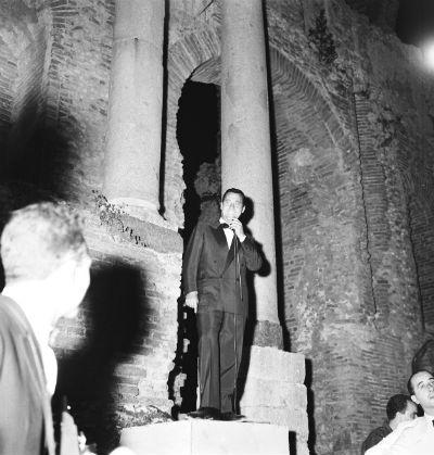 Alberto Sordi al Teatro Greco nel 1962