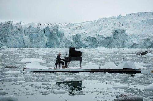 pianoforte su ghiaccio