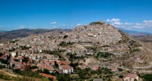 L'insediamento di Agira in età medievale dai dati storici e archeologici – Tesi Laurea by Ausilia Cardaci